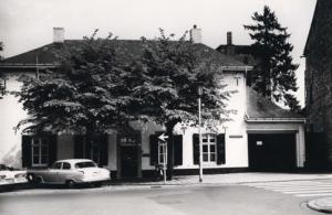 Bron: Rijckheyt.nl | 16-9-1957 | Wilhelminaplein, achterkant van Huis De Luijff.